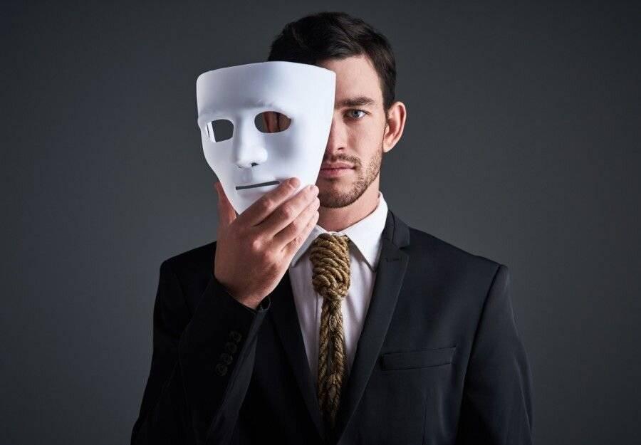 چه عواملی در ابتلا به اختلال شخصیت نمایشی نقش دارند؟